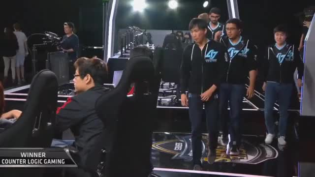 Seraph denies a hug with Doublelift