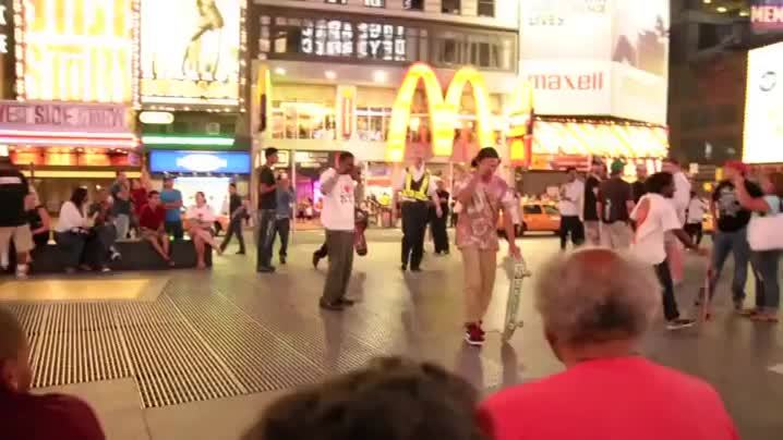 tipofmytongue, Security gaurd tries to catch some skateboarders in Times Square GIFs