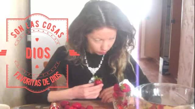 Watch Cleopatra/LNV   いちご   草莓 GIF by Наташа Лаврентьева (@cleopatra) on Gfycat. Discover more Erdbeere, aardbeien, braškių, fresa, jarðarber, jordbær, maasikas, mansikat, sùbh-làir, sútha talún, zemeņu, Äerdbieren, çilek, טרוסקאַווקע, فراولة, स्ट्रबेरी, ಸ್ಟ್ರಾಬೆರಿ, いちご, 草莓, 딸기 GIFs on Gfycat