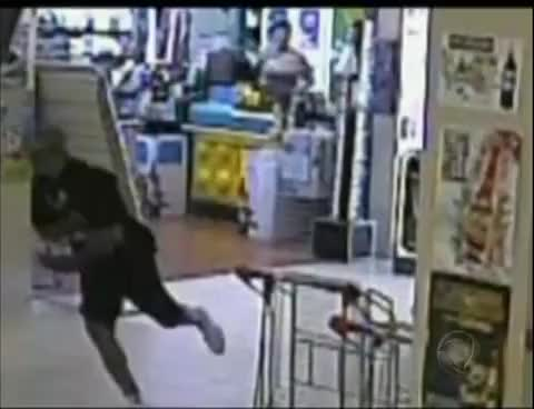 Watch Ladrão atrapalhado bate a cara no vidro durante a fuga GIF on Gfycat. Discover more related GIFs on Gfycat