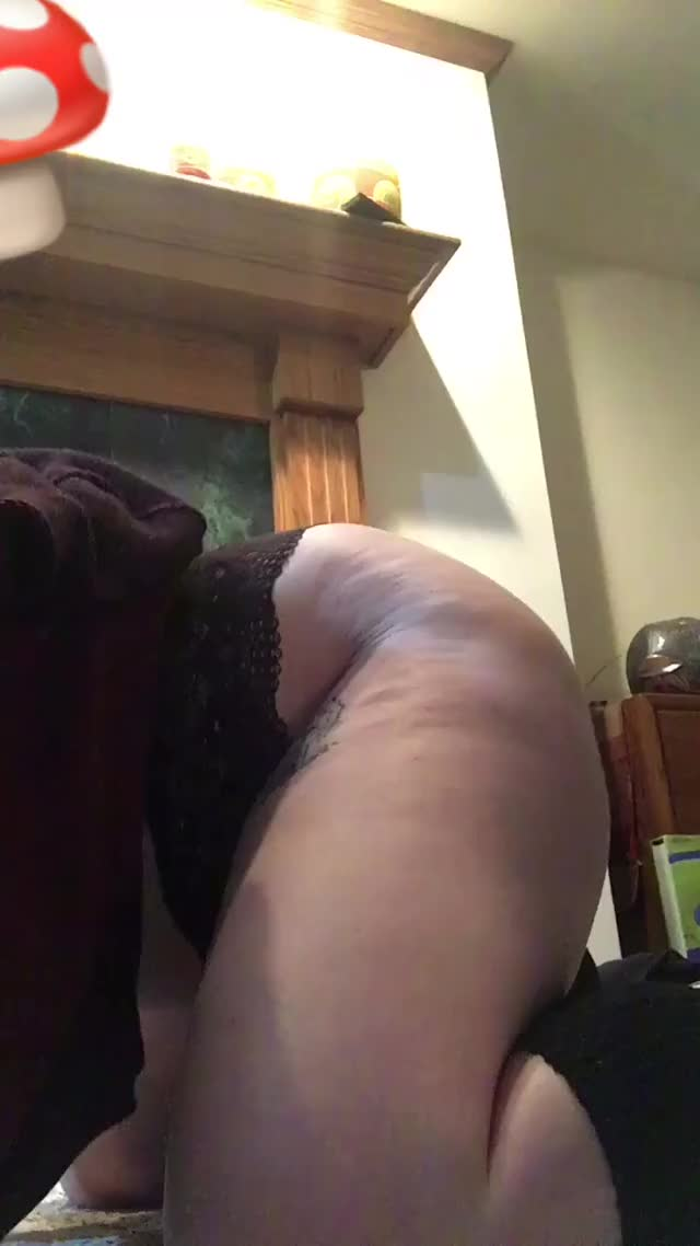 your pet slut shaking her wazoo for u on her knees