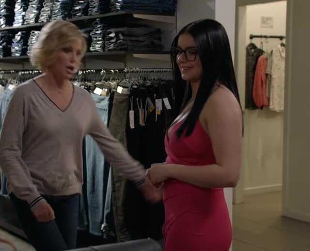 Watch ariel GIF on Gfycat. Discover more ariel winter, celebs, julie bowen GIFs on Gfycat