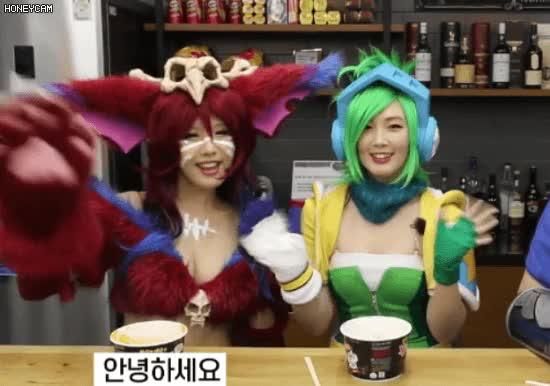 Watch and share 한국 코스프레 업계 1위의 수입 GIFs on Gfycat