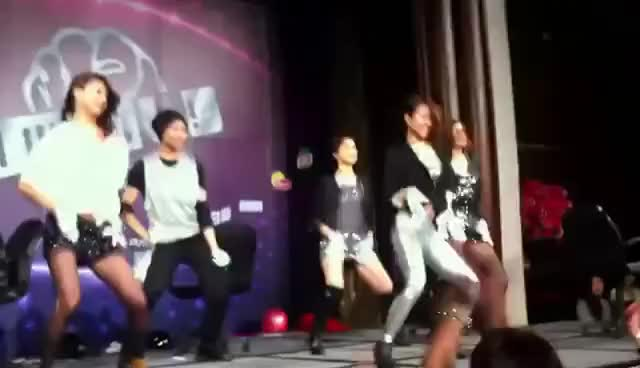 Watch and share Unilever 尾牙表演-BB GIFs on Gfycat