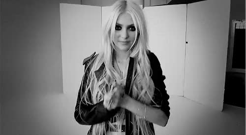 Watch this taylor momsen GIF on Gfycat. Discover more black and white, gifs, interview, taylor momsen, taylor momsen quotes GIFs on Gfycat