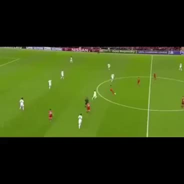 Watch and share Liverpool - Madrid : Beautiful Dribble Coutinho And Kroos On Modric GIFs on Gfycat