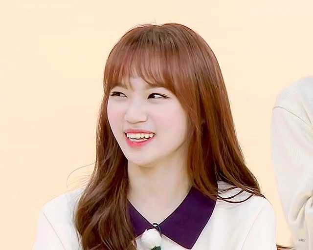 Watch and share Kimchaewon-20190701-030537-000-resize GIFs on Gfycat