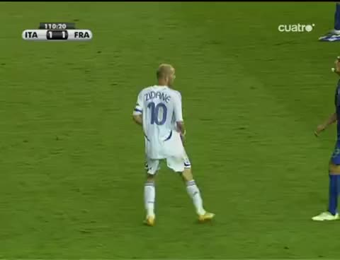 Watch and share Último Cabezazo De Zidane GIFs on Gfycat