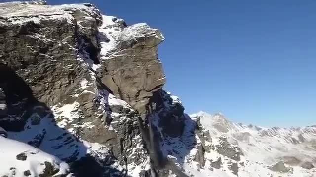 earthgifs, rockfall, Geologist witnesses massive rockfall GIFs