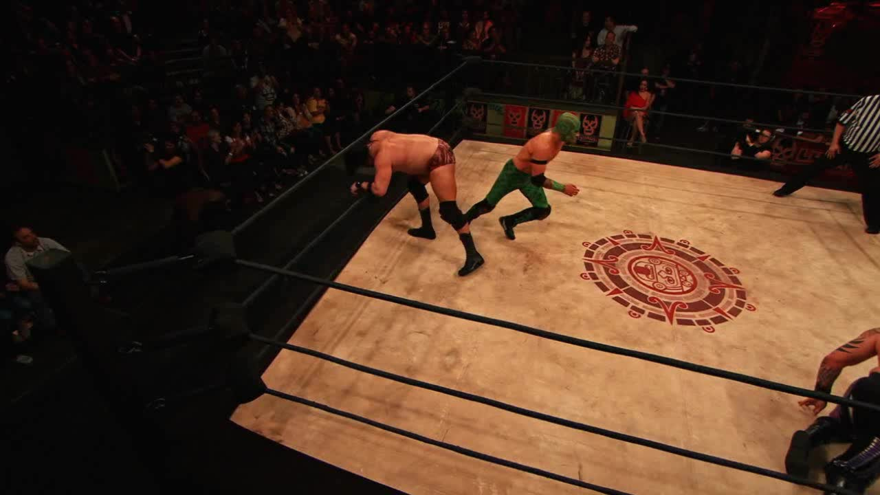 luchaunderground, Lucha Underground - El Dragon Azteca Jr. dives over Marty an GIFs