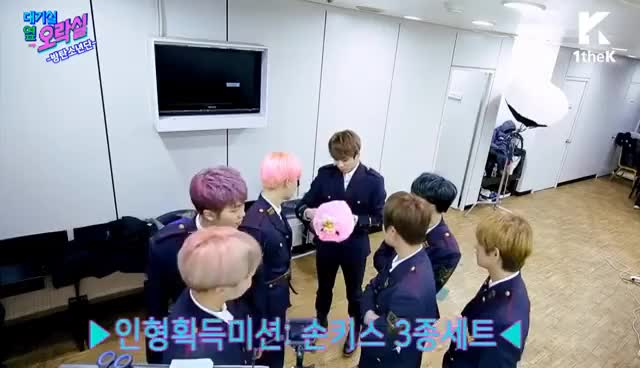 Watch and share IDOL ARCADE(대기실 옆 오락실): BTS(방탄소년단)_What If BTS Members Go To The Arcade?_Spring Day(봄날) GIFs on Gfycat