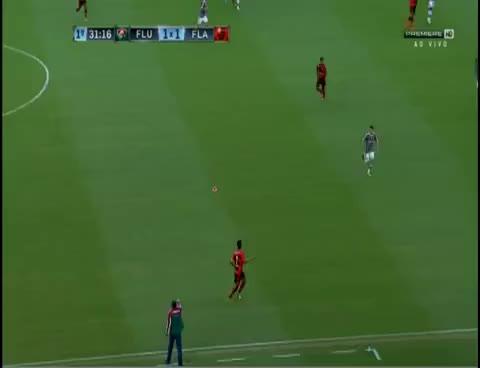 Watch and share Flamengo 3 X 2 Fluminense * Caneta * Ovinho  De Léo Moura Antes Do GOL De Hernane GIFs on Gfycat