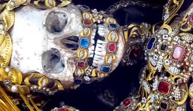 Watch Los santos de las catacumbas romanas (Secretos del Vaticano) GIF on Gfycat. Discover more related GIFs on Gfycat