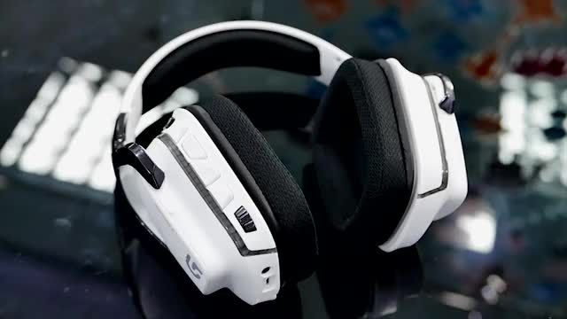 Logitech G933 Artemis Spectrum Gaming Headset - Review