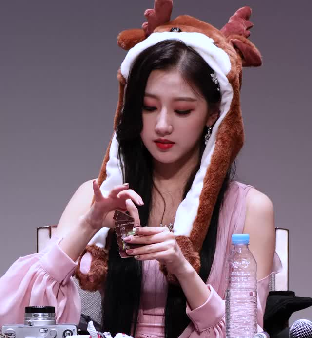 Watch 190105 LOVELYZ Yein - Fansign (2) GIF by My Gif Factory (@forever9diadem) on Gfycat. Discover more related GIFs on Gfycat
