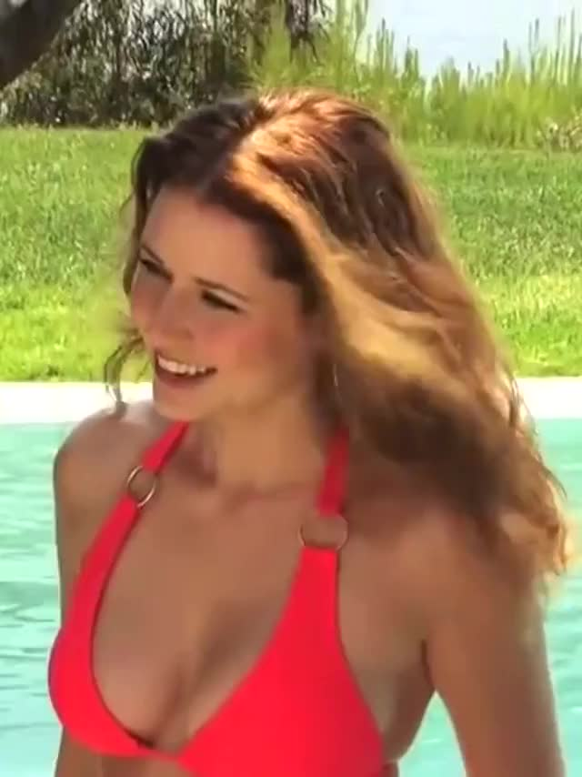 jenna Fischer is incredible in a bikini