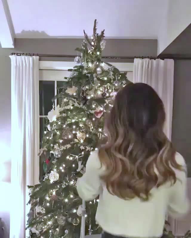 Watch Kate Beckinsale GIF on Gfycat. Discover more Kate Beckinsale, celebs, christmas tree GIFs on Gfycat