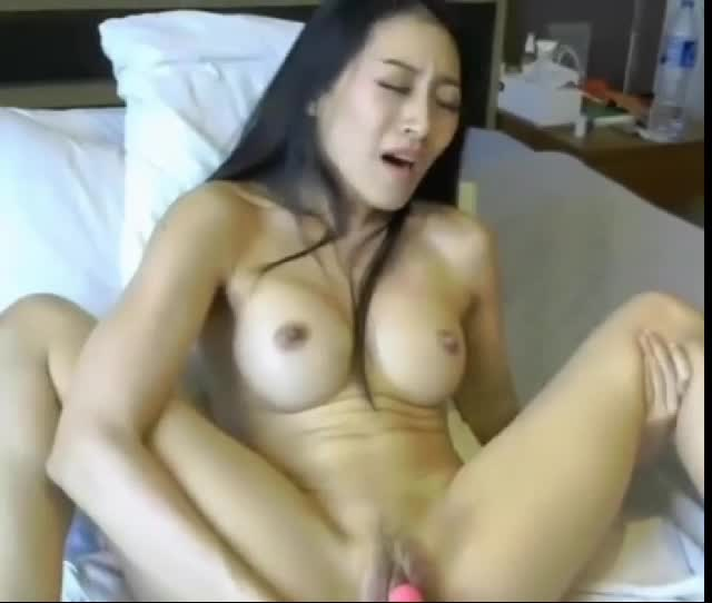 Flexible web cam girl enjoying a long sexy orgasm
