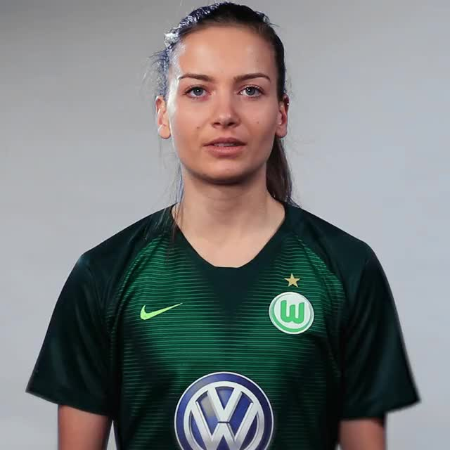 Watch and share Joelle Wedemeyer - Hilflos GIFs by VfL Wolfsburg on Gfycat