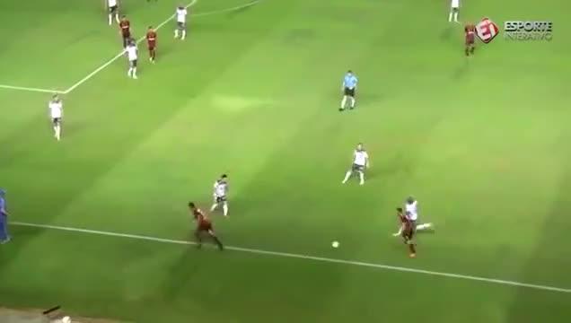 Watch and share Simulação De Deyverson Contra O Sport GIFs on Gfycat