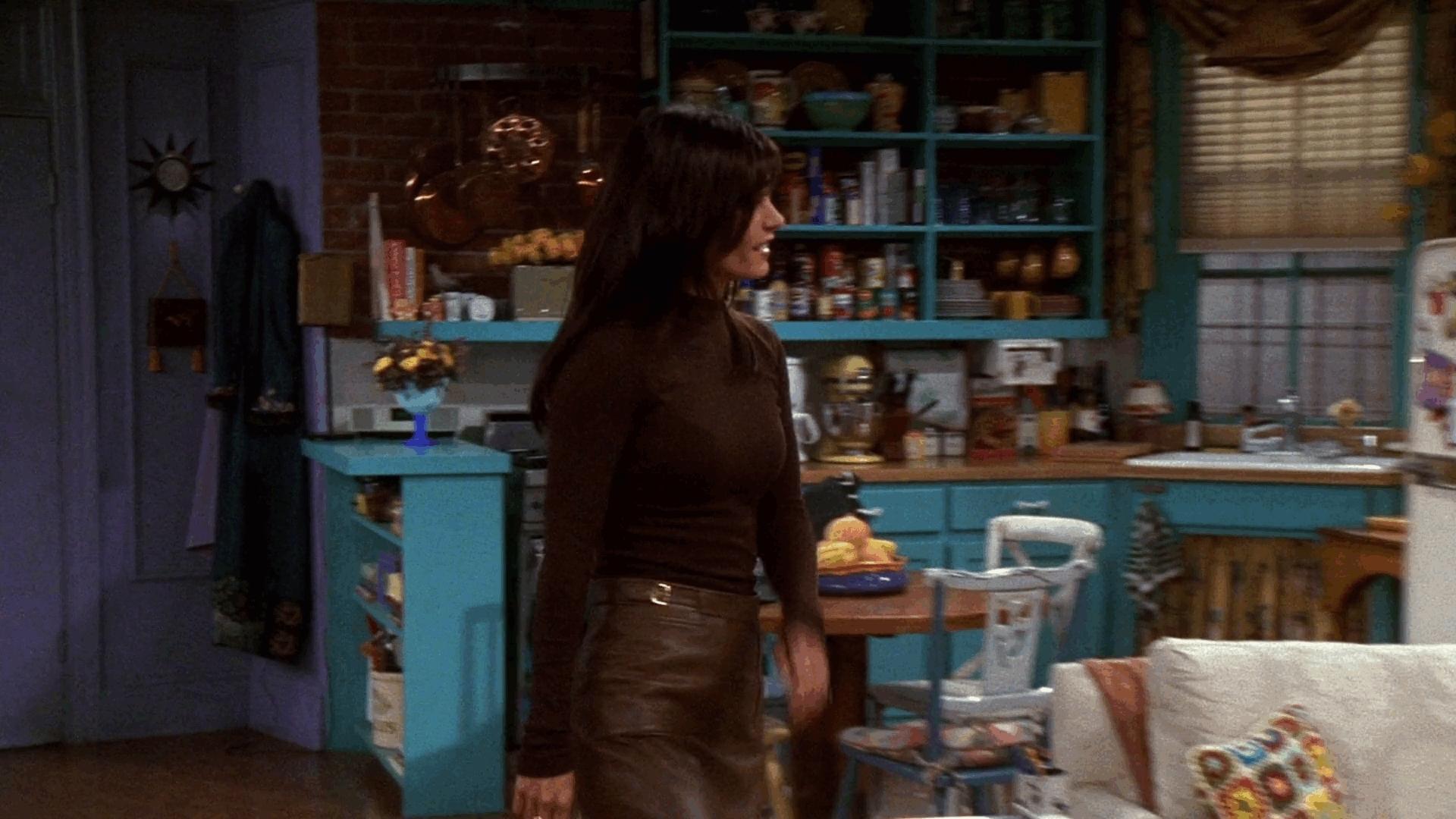 chandler bing, friends, howyoudoin, Cool girlfriend - Monica Geller from FRIENDS GIFs