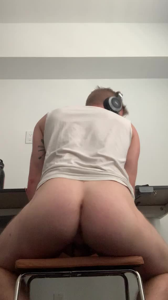 trying to stay focused on work but Im horny as fuck