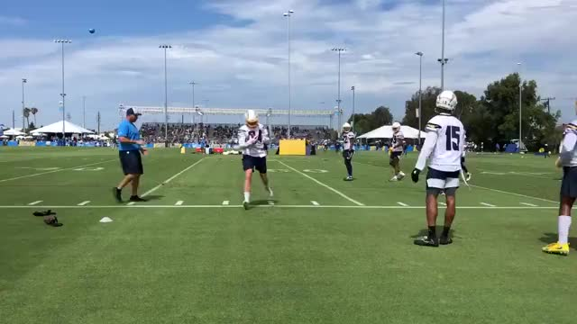 Watch and share [Popper] [Highlight] Chargers WR Justice Liggins Makes A Nifty One Handed Catch Along The Sideline GIFs on Gfycat