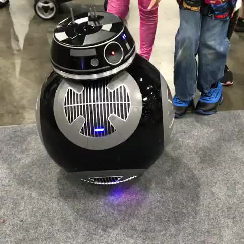 Watch @cary_christie_2 had a very impressive BB-9E at @comicconla this year. GIF by PM_ME_STEAM_K3YS (@pmmesteamk3ys) on Gfycat. Discover more related GIFs on Gfycat