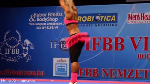 fitandnatural, [gif] Very fit and flexible Melinda Szabo (reddit) GIFs
