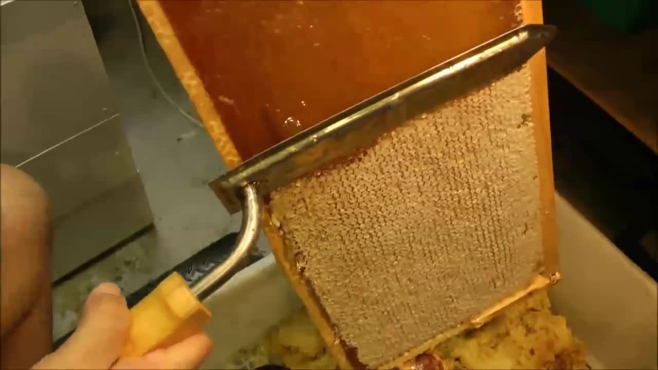 beeswax processing, how to remove wax cappigns, mahakobees, How to UNCAP a full honey frame fast with a hot knife - Beekeeping 101 GIFs