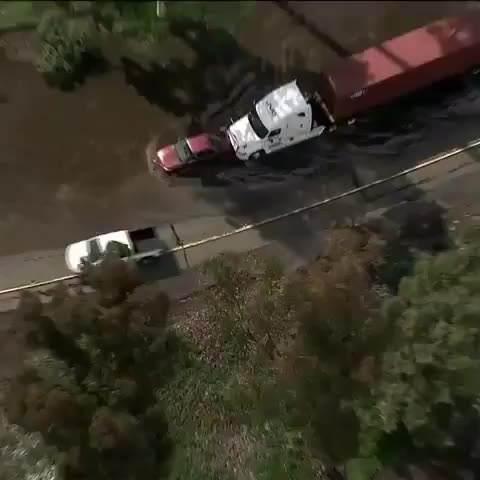 Help, califonia, wholesome, Big rig helps stuck car out of floodwaters GIFs