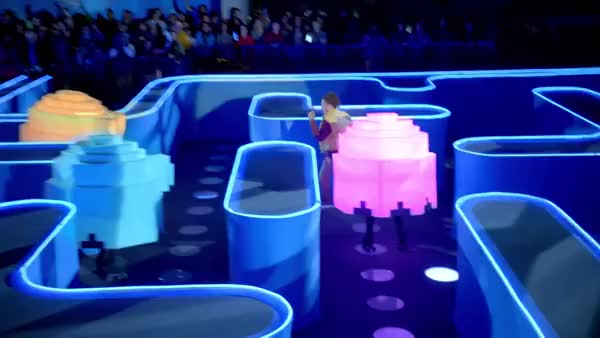 A man gets lost in a life-size PacMan game in Bud Light Super Bowl ...