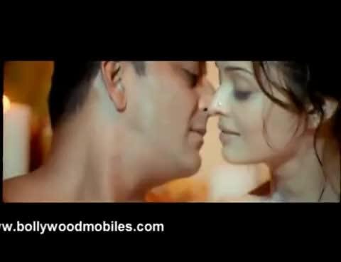 Aishwarya's unseen hot scene from 'Shabd' GIFs