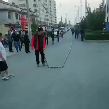 awesome, interesting, satisfying, Guy Whipping a Massive Chain GIFs