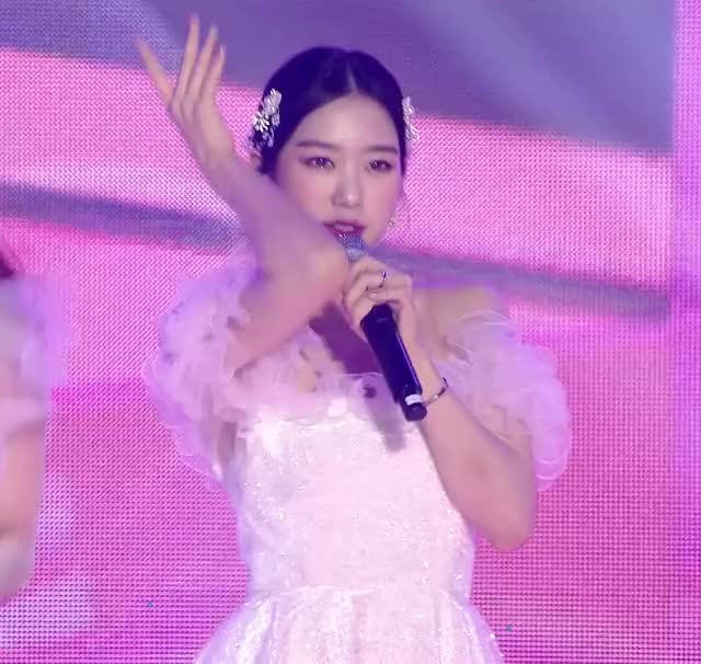 Watch and share Sbs Gayo Daejun GIFs and Oh My Girl GIFs by Hyosung on Gfycat