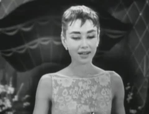 Audrey, oscars, thank you, Audrey at the oscars GIFs