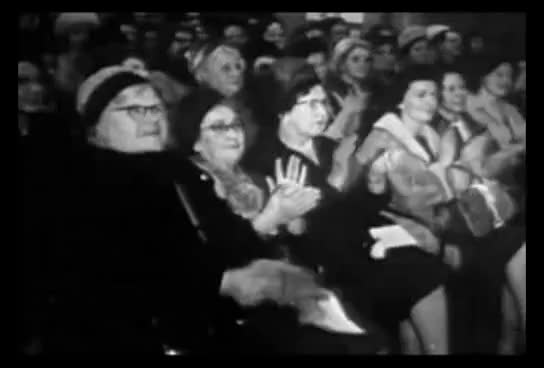 Watch Aplausos do Panico GIF on Gfycat. Discover more Velhas, aplausos, betty white, panico GIFs on Gfycat