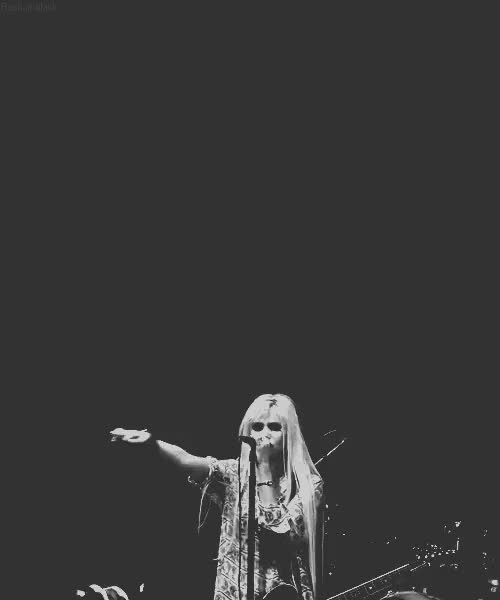 Watch , em outro angulo :3 GIF on Gfycat. Discover more Gif, My Medicine, Rock, Show, Taylor Momsen, The Pretty Reckless GIFs on Gfycat
