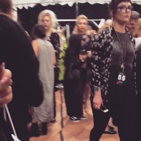 peytonlist, Peyton List during the backstage Marchesa fashion show in New York  (September 13, 2017) GIFs