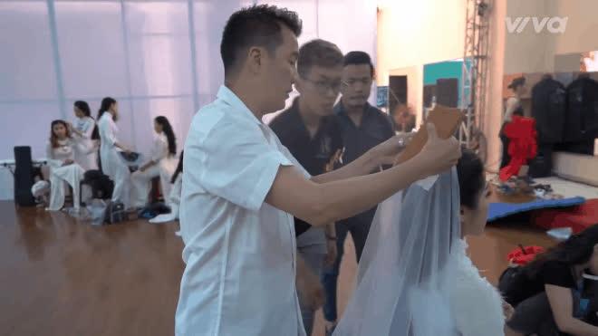 Á quân Cao Công Nghĩa bất ngờ xuất hiện trong hậu trường cùng học trò HLV Quang Lê