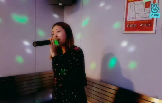 Watch and share Honeycam 2018-06-26 19-25-55 GIFs by 키키붐 on Gfycat