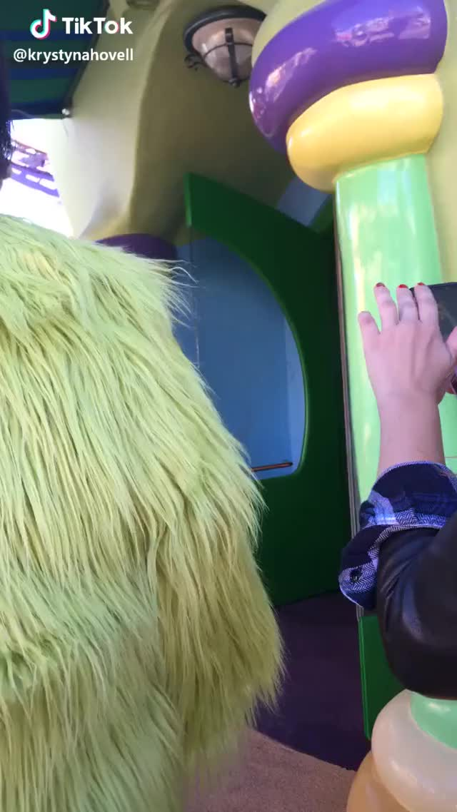 got to love the grinch ❤️ #foryou #goviral #grinch #christmas grinch goviral foryou christmas GIF
