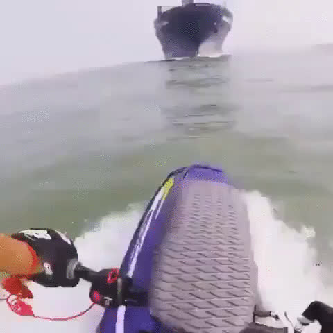 Whatcouldgowrong, yesyesyesno, Freighter passes over scuba diver (reddit) GIFs
