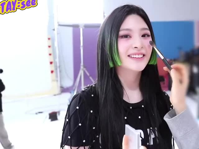 Watch and share Seeun Pat Pat Pat GIFs by stoes11 on Gfycat