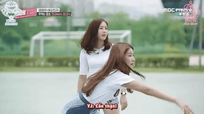 Sao Hàn chơi bóng trên gameshow  khởi nguồn của loạt tai nạn khiến ai cũng bật cười nghiêng ngả