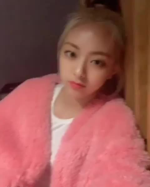 Watch and share Itzy GIFs by masterfat on Gfycat
