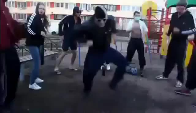 Watch danse russe GIF on Gfycat. Discover more related GIFs on Gfycat