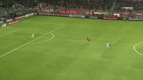 Watch and share Paolo Guerrero: Revive Los 10 Goles Del 'Depredador' En La Copa América [GIFS] |  Selección Peruana | Depor.com GIFs on Gfycat