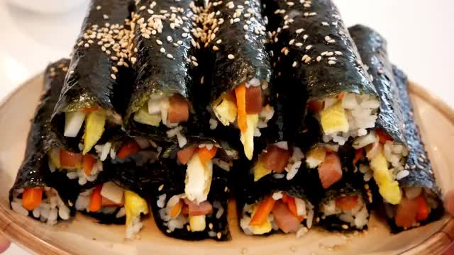 Watch and share Foodporn GIFs and Kimbap GIFs by ehdusjenny on Gfycat