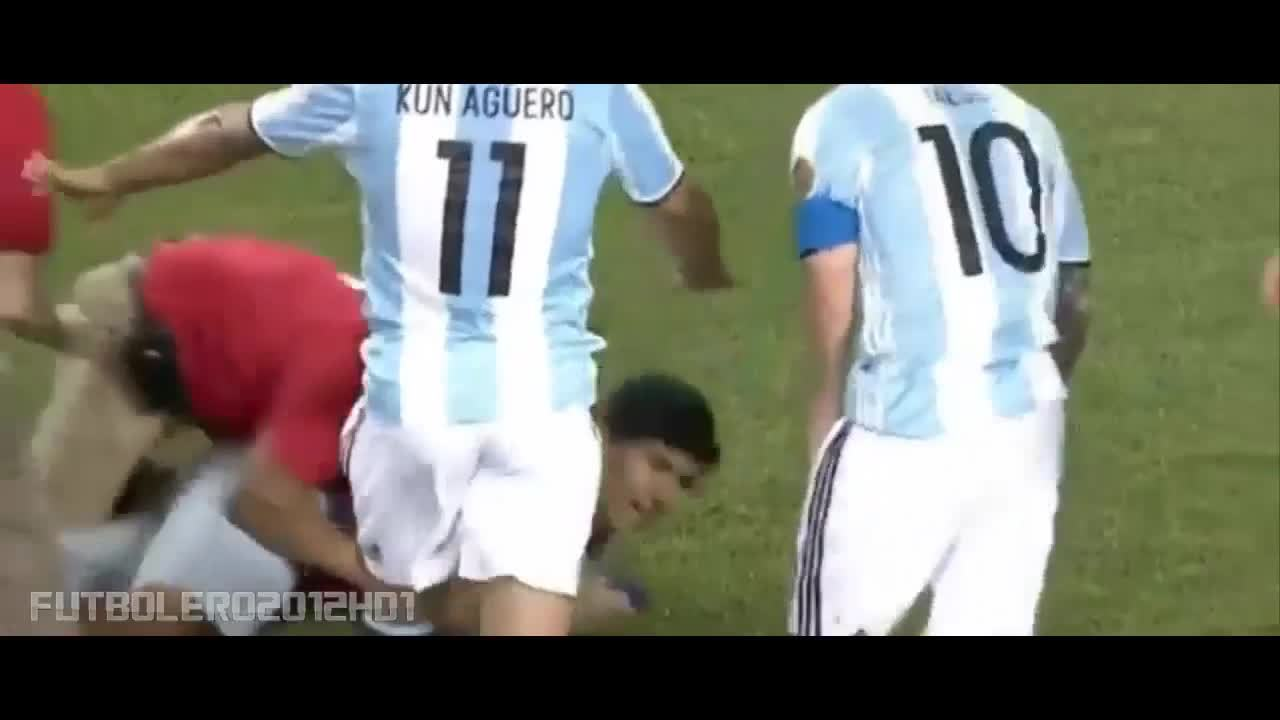 footbaww, gesto, un, The most beautiful gesture of Messi with a fan ◉ Argentina-Panamá ◉ Copa América ◉ 2016 GIFs